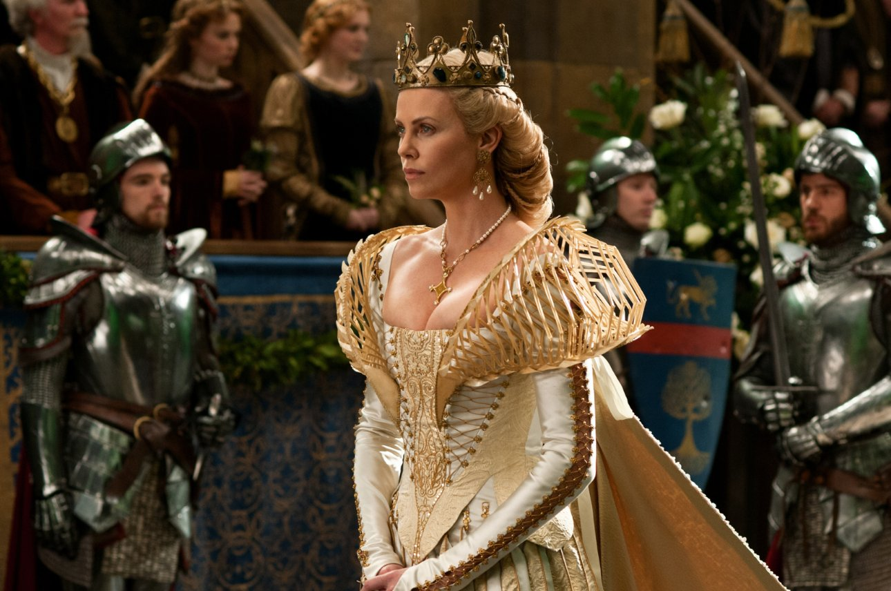 Charlize Theron in Snow White and the Huntsman hairstyle for a queen