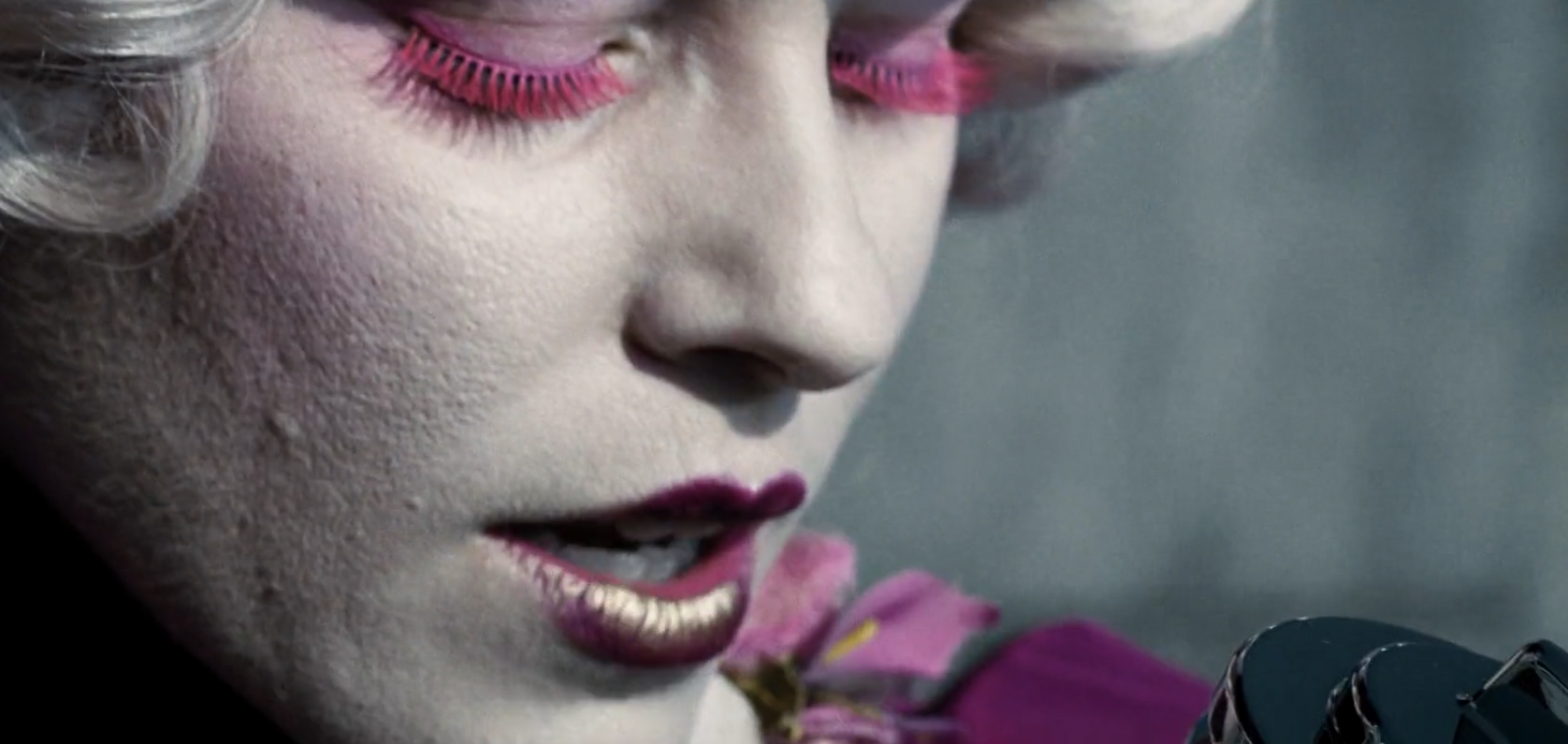 Elizabeth Banks as Effie Trinket cool eyelashes