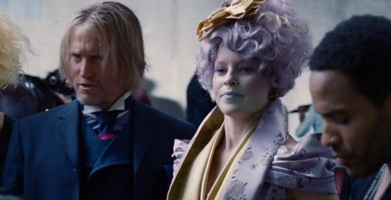 Elizabeth Banks as Effie Trinket in the hunger games light purple hairstyle