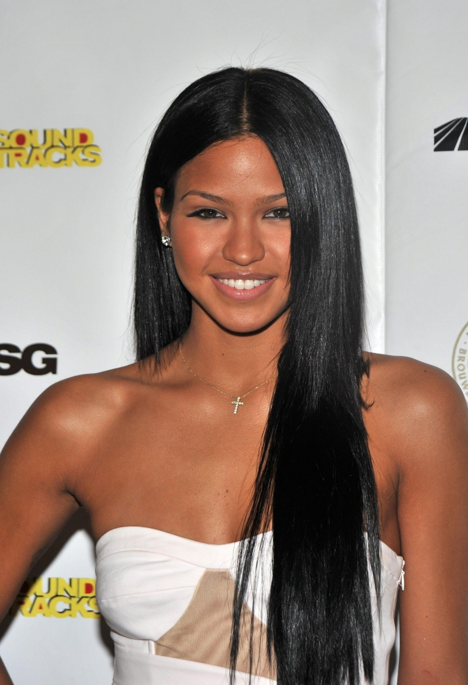 cassie ventura long straight center part hair