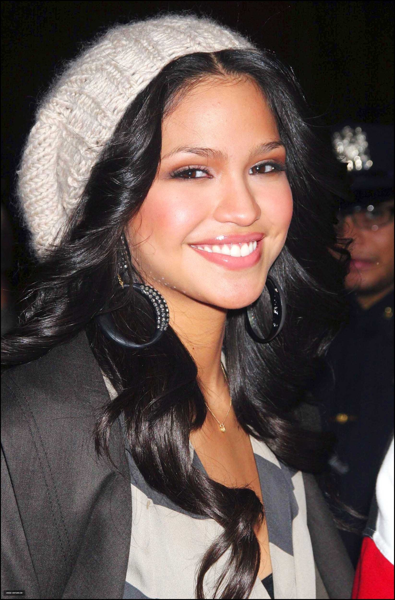 cassie ventura long wavy hair with hat