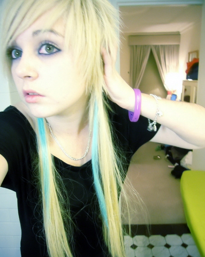 cute-blonde-emo-girl