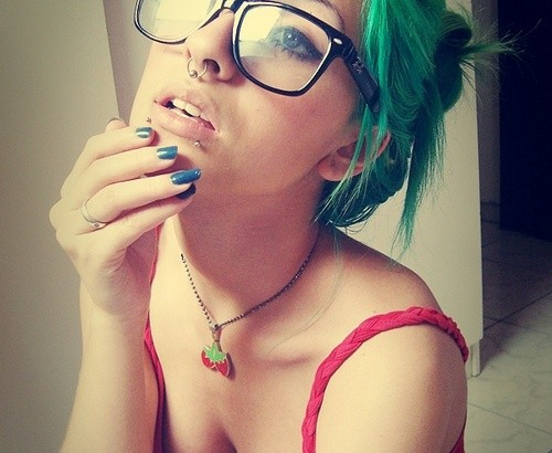 hot looking green hair style