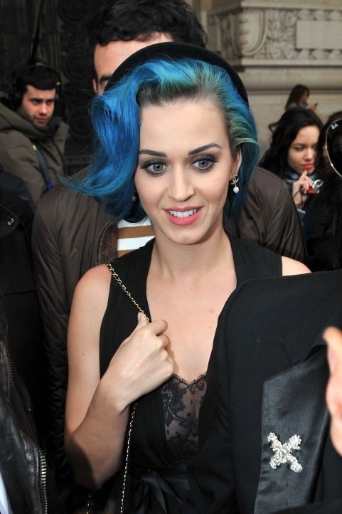 katy perry blue hair with hat