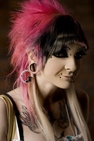 pink_and_black_emo_hairstyle