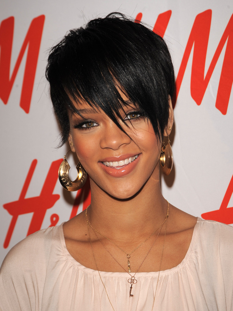 Rihanna Hairstyles rihanna short hair pixy cut Rihannas Bangs Hairstyle Cute Photos