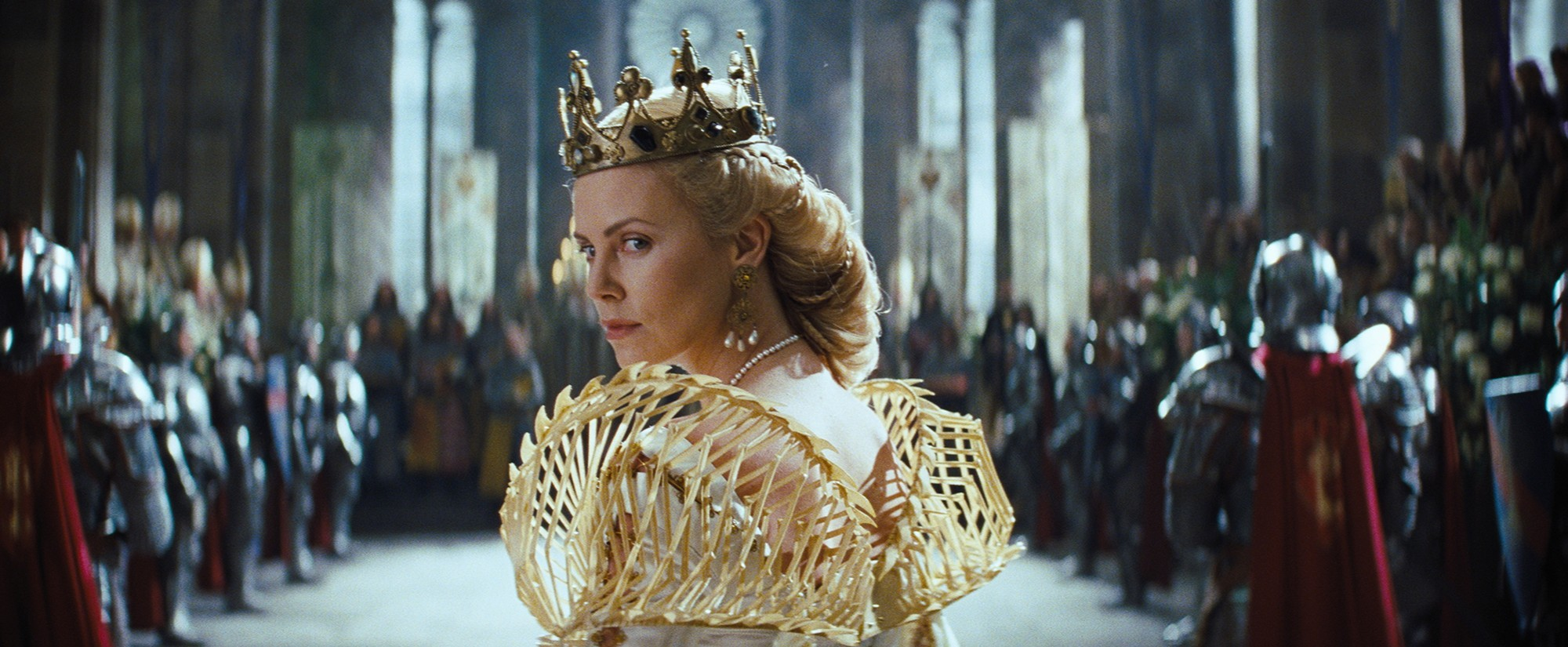snow white and the huntsman queens hairstyle