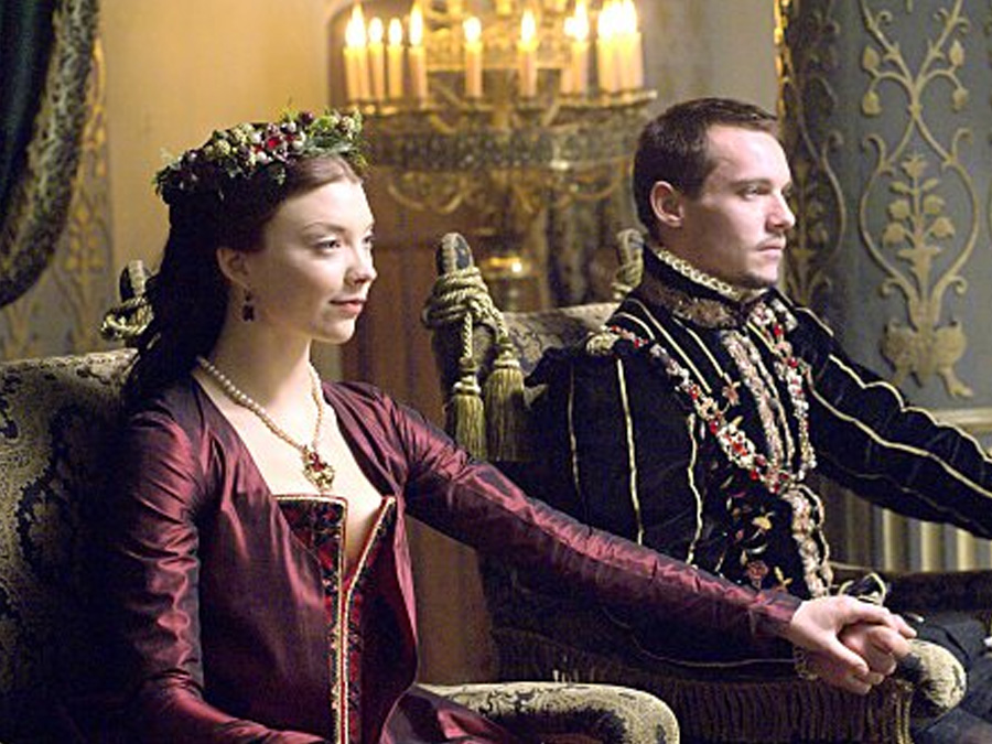 natalie dormer the tudors floral crown hairstyle