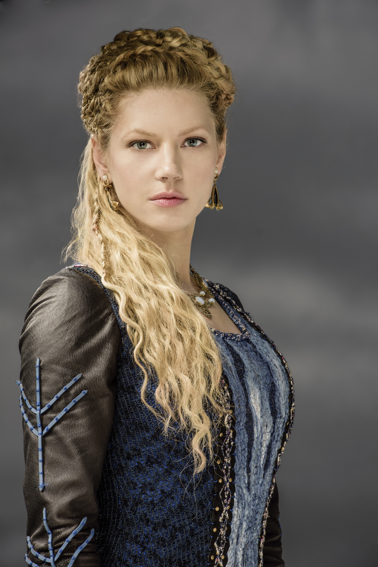 Katheryn Winnick lagertha vikings hairstyles