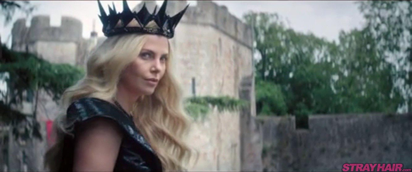 Charlize Theron Long Blonde Hair with crown The Huntsman Winters War